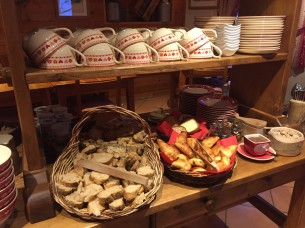 Petit-déjeuner au Chalet d'en Hô à Névache